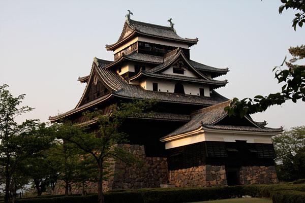 松江城の天守です。全国に12ある現存天守のひとつで、国の重要文化財に指定されています。