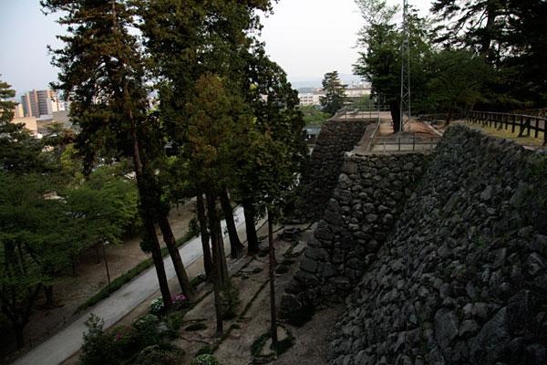 松江城の北側の石垣です。結構高いですね!