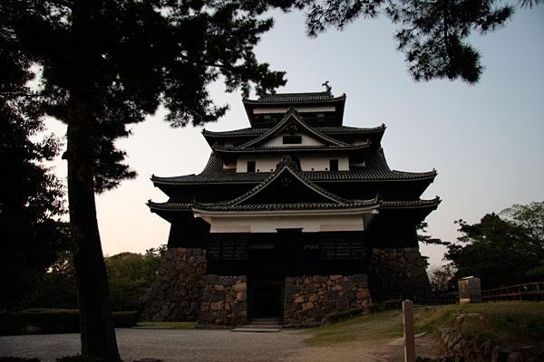 南から松江城を真っ正面から見るとこんな感じです。