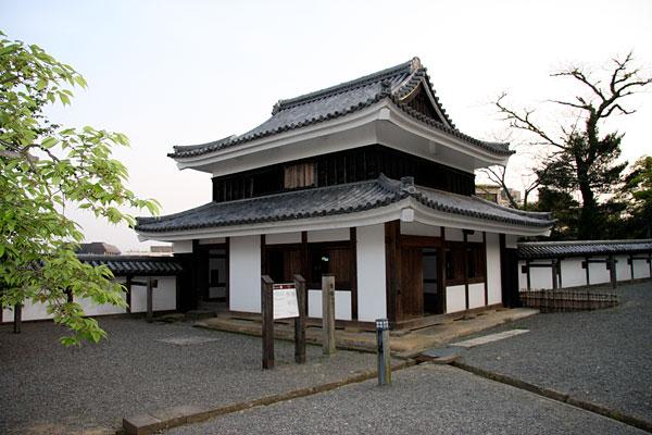 この「南櫓」は、2000年に復元されました。
