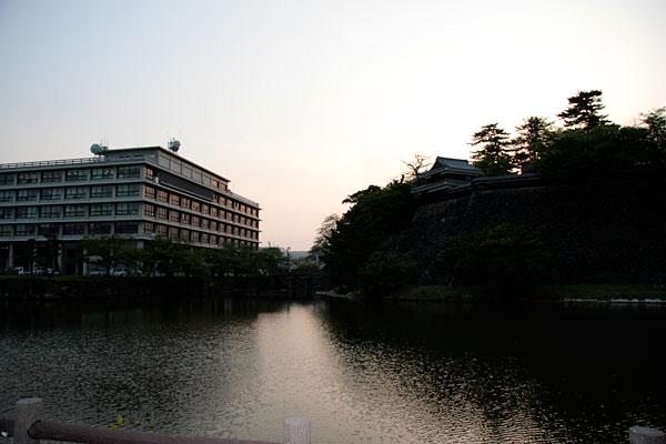 左側に見えているのが、島根県庁舎です。