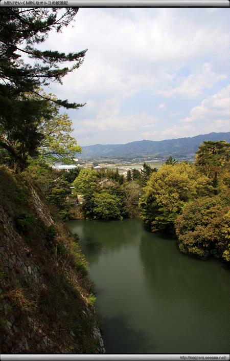 伊賀上野城の石垣とお堀