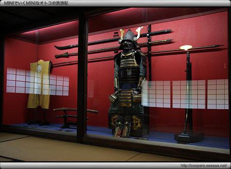 厨子2階に展示されている甲冑〜旧河島家