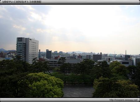 小倉城の天守から東方面を望む