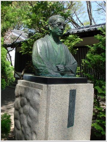 島崎藤村像