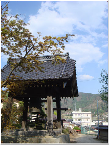 『由布姫の墓』建福寺