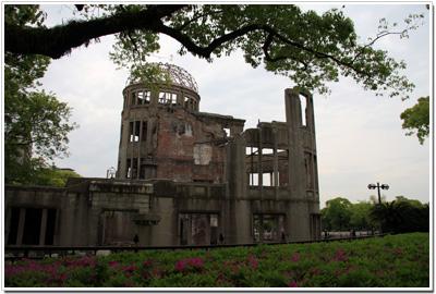 廃墟と化した原爆ドーム004
