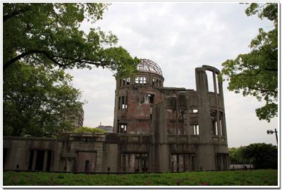 廃墟と化した原爆ドーム001