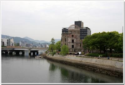 元安橋から見た原爆ドーム