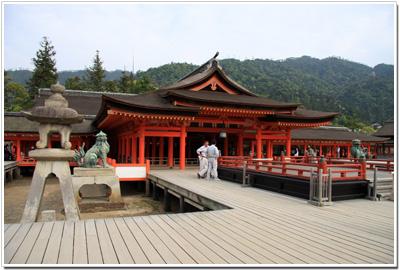 厳島神社の「本殿」と「高舞台」