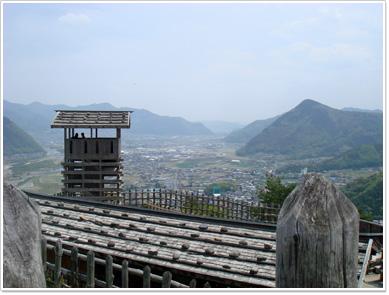 荒砥城・本郭から見た櫓