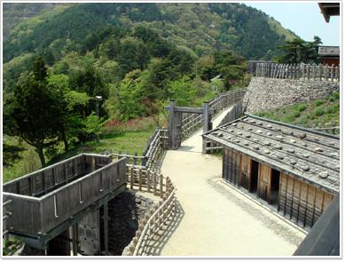 荒砥城・櫓から見た二の郭