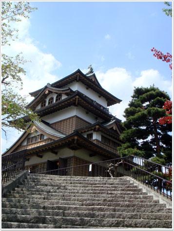 高島城天守閣の入り口