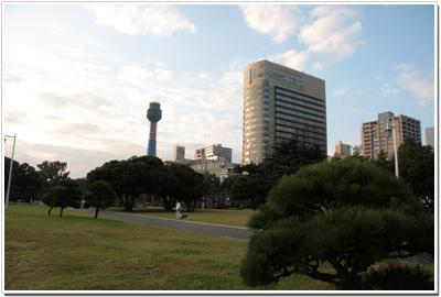 山下公園から見るマリンタワー