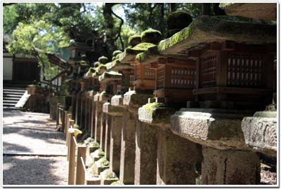 御間道(おあいみち)と石燈籠