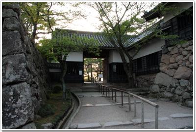 松江城一の門
