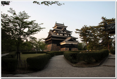 松江城本丸から見た天守閣