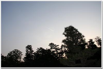 飛行機雲 over 松江城