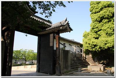 大阪城〜桜門を裏側から