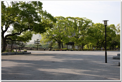 大阪城大手門前