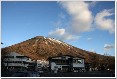 華厳の滝駐車場から見た男体山