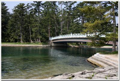 大天橋と小天橋に架かる橋