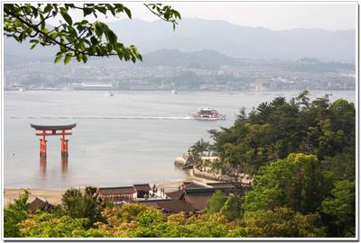 平松茶屋から見た厳島神社