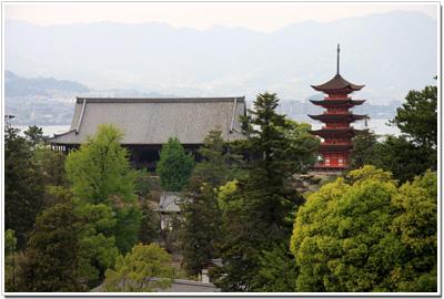 平松茶屋から見える千畳閣と五重塔
