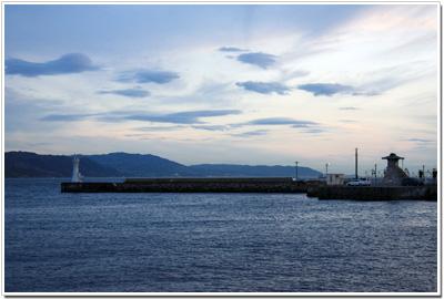 夕暮れの明石港