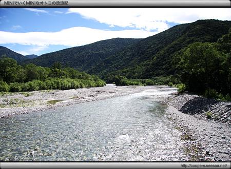 明神橋から見る梓川の上流