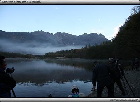 カメラマンに人気の朝の大正池