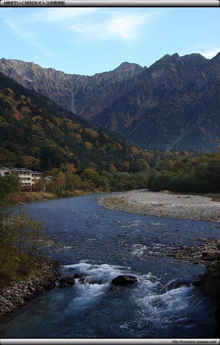 穂高橋上から梓川上流を望む