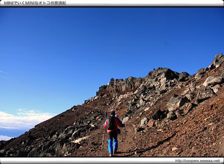 富士山最高峰「剣ケ峰」に続く道