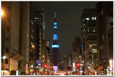 青く輝く東京タワー
